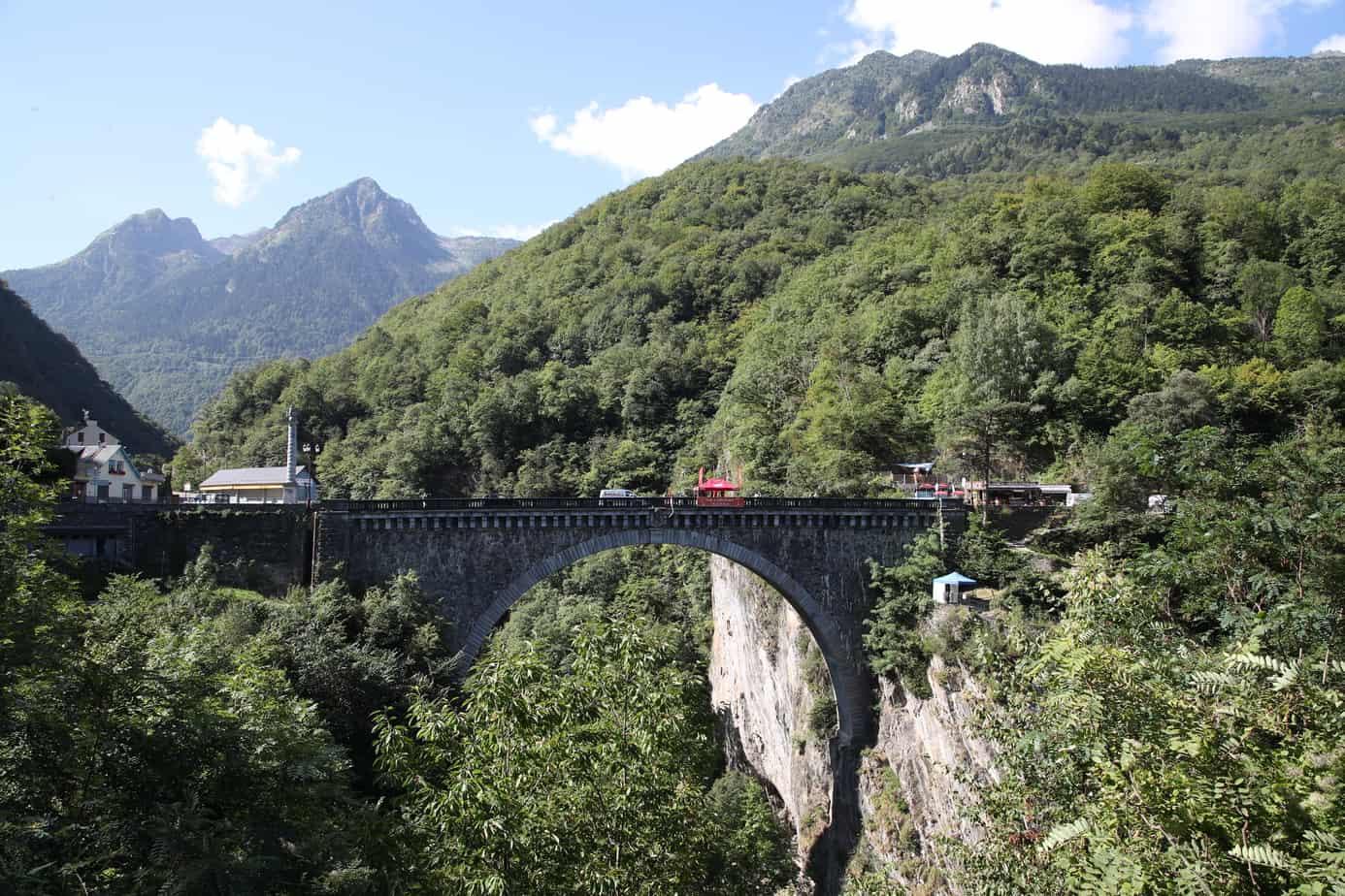 saut elastique pont napoleon luz st sauveur 65120 Hautes pyrenees pyrenees orientales sud ouest lourdes tarbes pau bordeaux toulouse